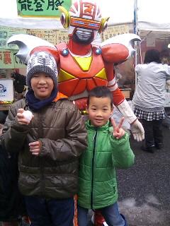雪中ジャンボかき祭りにスギヨ仮面登場〜っ!